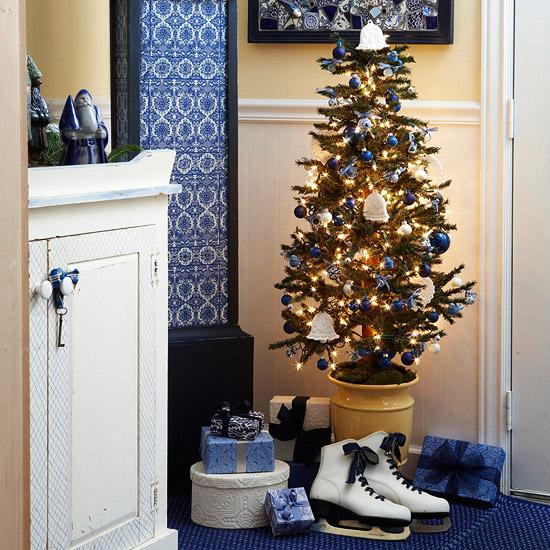Маленькая квартира украшенная к новому году