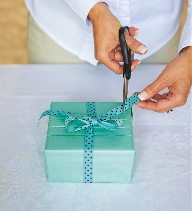Как упаковать подарок не в коробке в бумагу 767