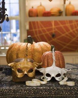 Маски и украшения к Хэллоуину